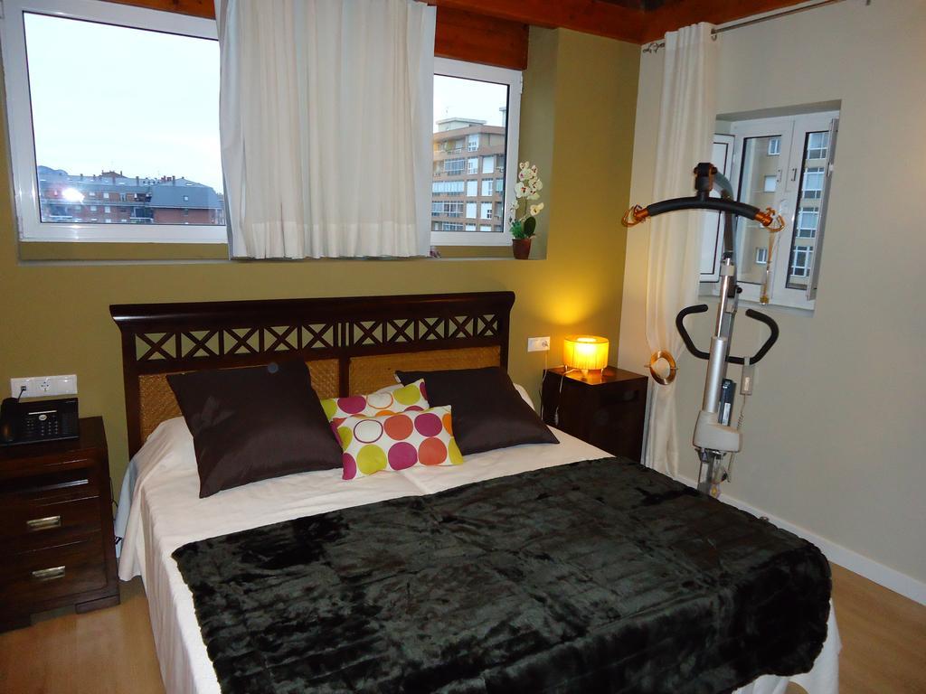 Grúa de transferencia en habitación adaptada del Hotel Hospedería el Puerto