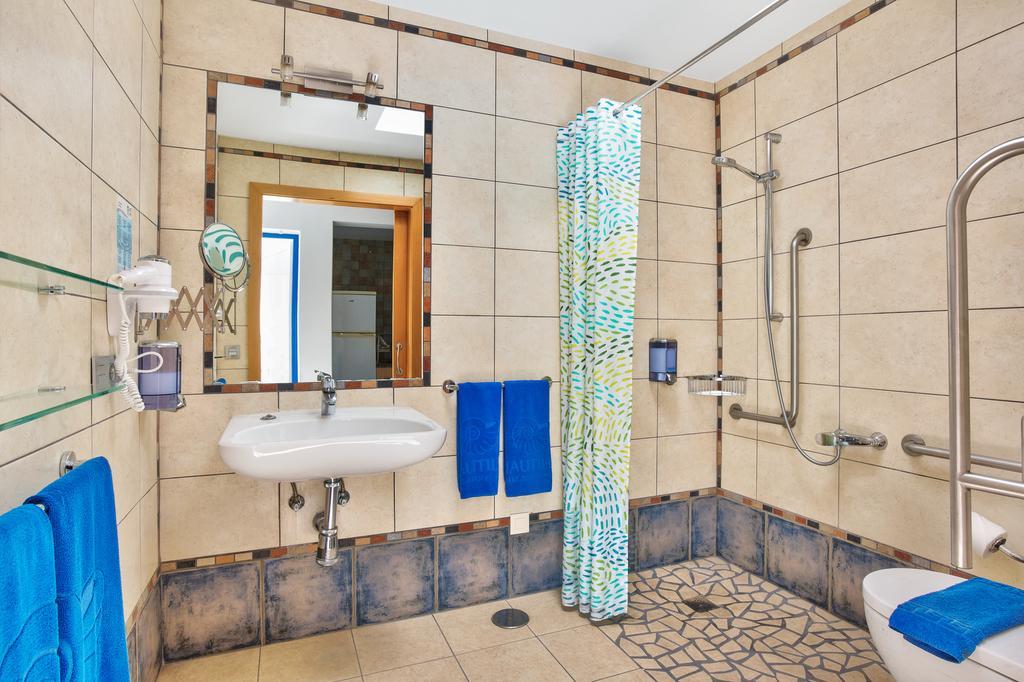 Apartamentos adaptados en Lanzarote aseo adaptado