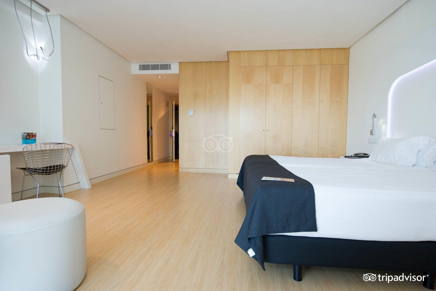 Hotel Ayre Oviedo vista habitación adaptada