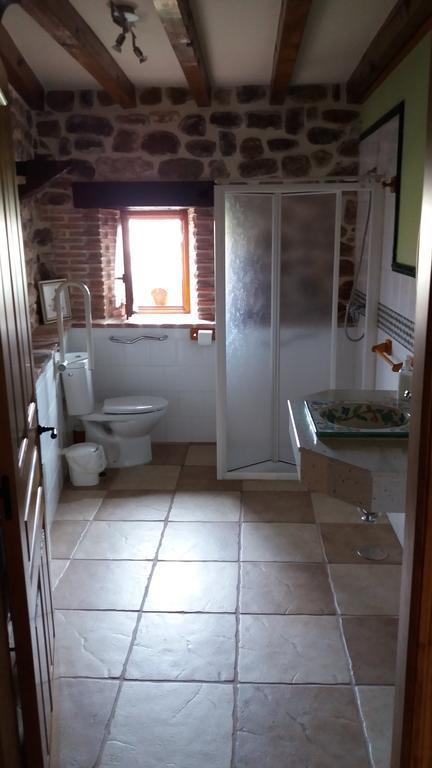 Aseo de la casa rural con habitación adaptada Los Mantos, en Cantabria