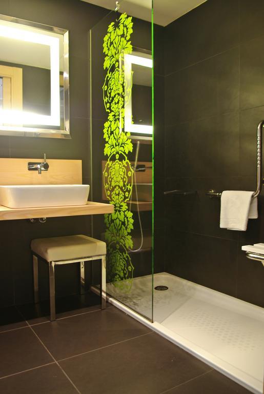 Hotel accesible Hilton Girona aseo adaptado