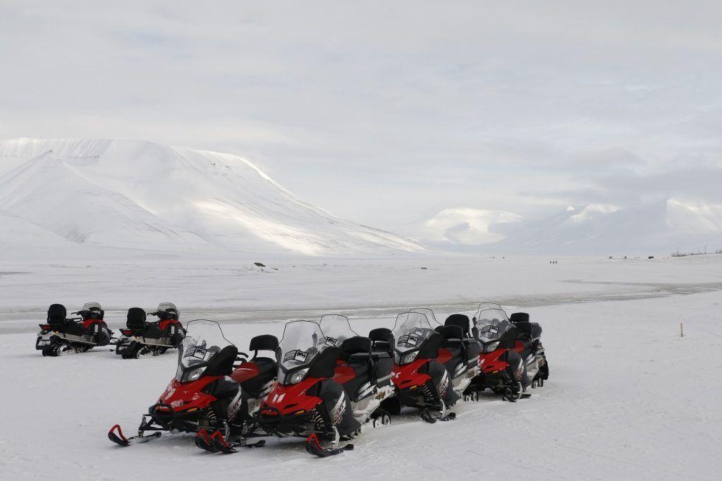 Ocio accesible en la nieve: motos de nieve